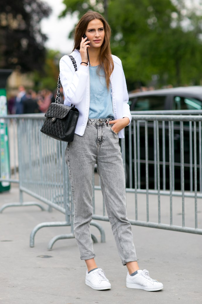 Copy-paste this outfit for spring: soft textures, sporty elements and muted tones. Easy.
