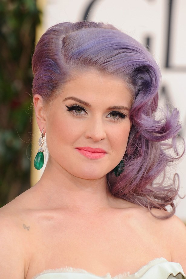 Kelly Osborne has been wearing her pastel hair for so long now, we find it difficult to imagine her without it. Here, she shows us how to wear the trend with elegance on the red carpet.