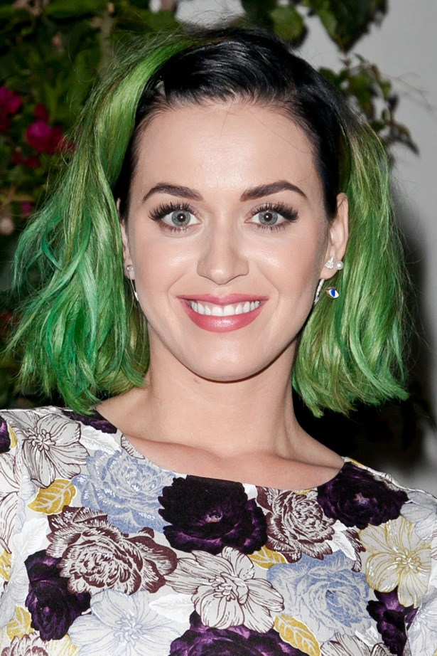 Art class 101: complementary colours. Katy Perry shows us that it's actually easy being green by complementing her hair with her pink lipstick.