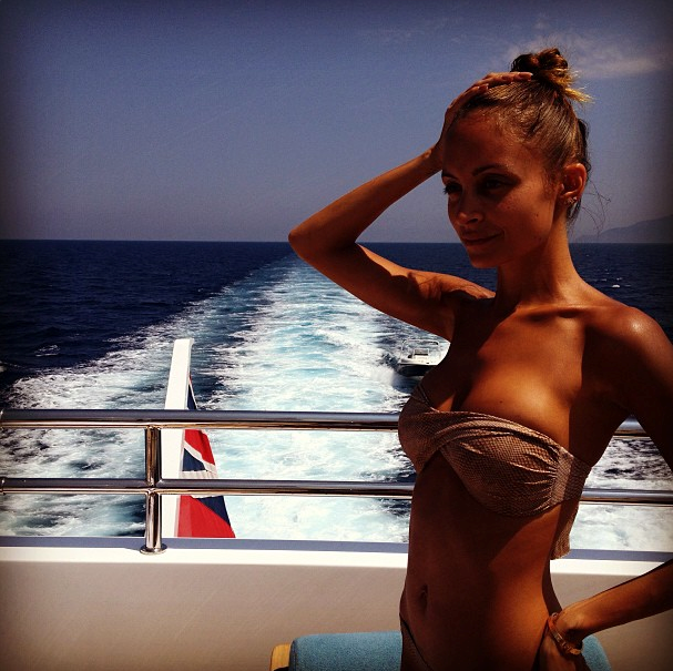 We love her strapless swimsuit and  that tan is making us so jealous. <br> Credit: @nicolerichie