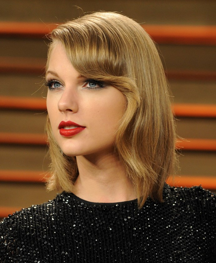<strong>THE LOOSE BOB OR LOB </strong><BR><BR> Taylor Swift <br> Tip: For special occasions, take a leaf out of Taylor's book and give your lob a sleek, retro look with some rollers or a large round hot tong.