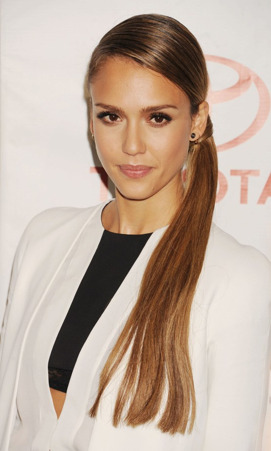 Jessica Alba shows us there is more than one way to pony.