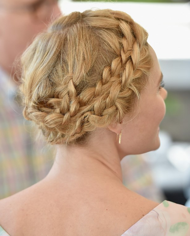 Kate Bosworth's braid has us practising our winding techniques. Perfect for mid lengths, swimmers, lifters and fans of the barre.