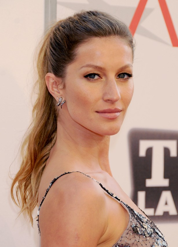 After being announced as the face of Chanel Les Beiges in 2013, Gisele Bündchen also picked up the campaign for Chanel No.5 earlier this year.