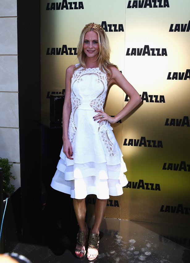 When she attended Victoria Derby Day, Poppy Delevingne brought simple vibes by way of white and gold.