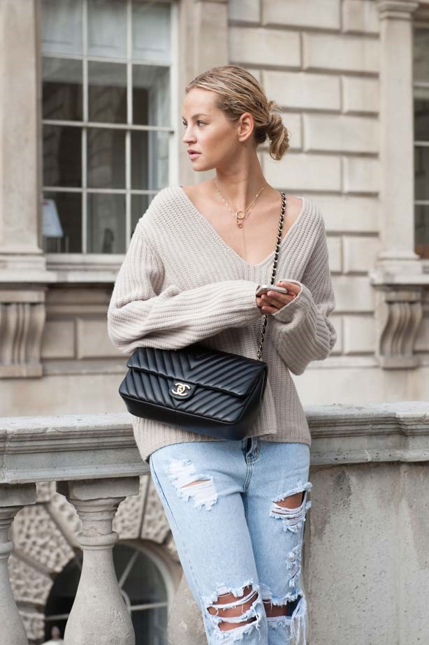 The perfect weekend outfit looks surprisingly appropriate at fashion week. Ripped denim, knitted jumper, fine jewellery and of course a Chanel 2.5.