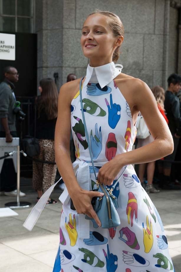 This fashion week attendee doesn't need a helping hand with her fashion choices, this look is a winner.