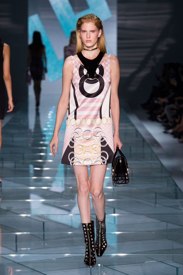 <strong>Designer:</strong> Versace <br> <strong>Collection:</strong> Spring Summer 2015 <br> <strong>Location:</strong> Milan Fashion Week