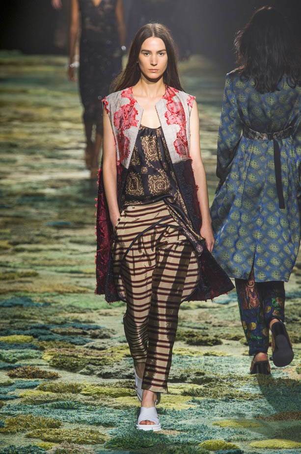 <strong>Designer:</strong> Dries van Noten<br> <strong>Collection:</strong> Spring Summer 2015 <br> <strong>Location:</strong> Paris Fashion Week