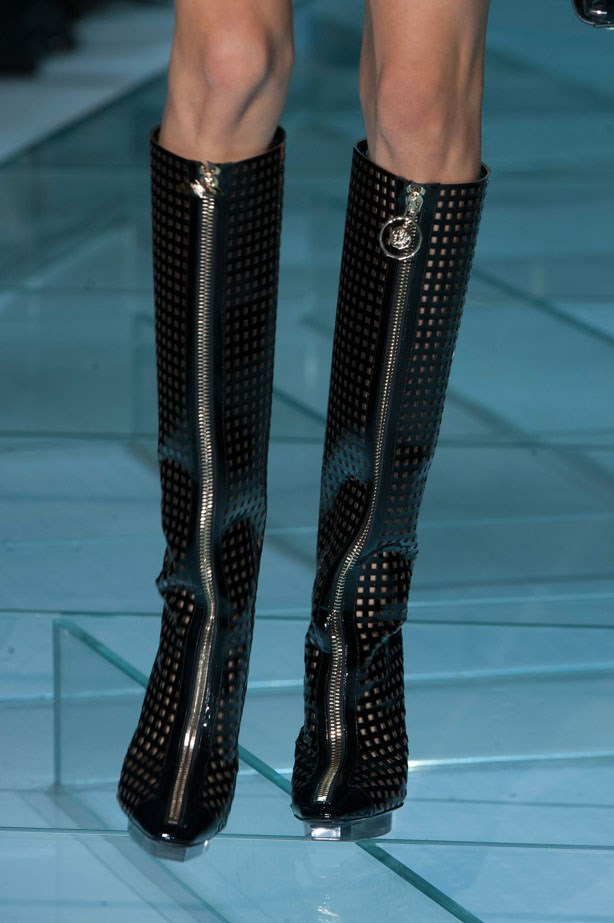 <strong>Designer: Versace<br> Season: SS15<br> Location: Paris <b></strong>