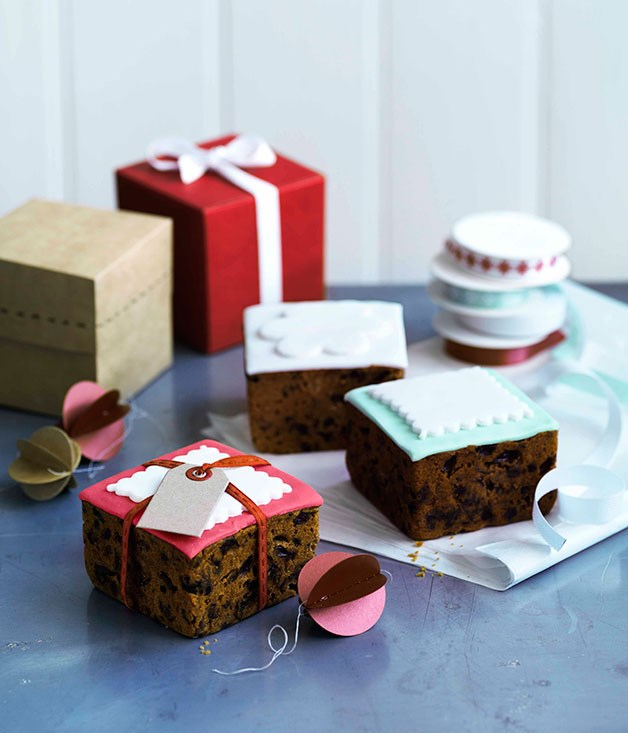 Little fondant iced christmas cakes gourmet traveller for Iced christmas cakes
