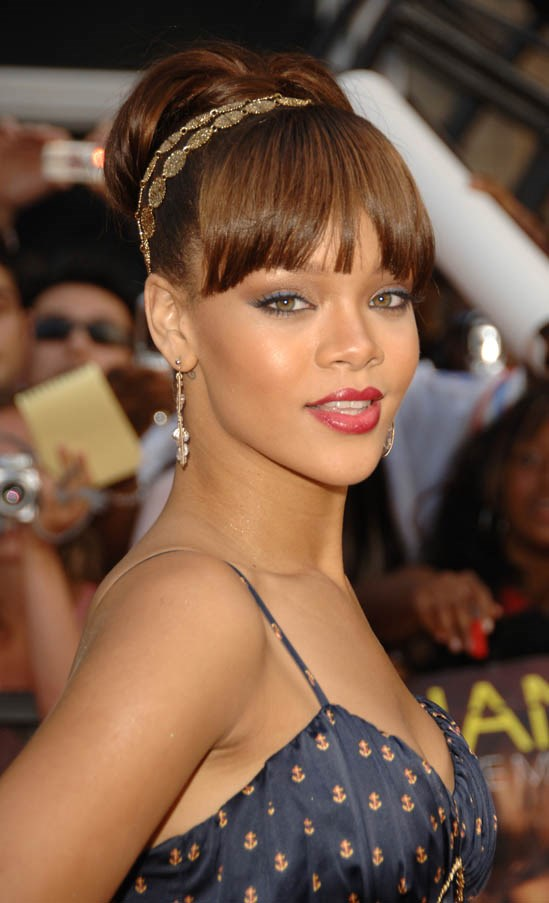 High bun and full fringe at the MuchMusic Video Awards, June 2006.