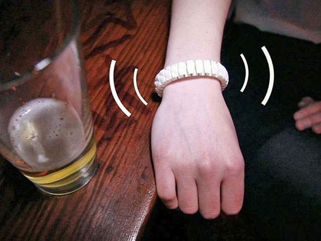 This bracelet tells you drunk you are