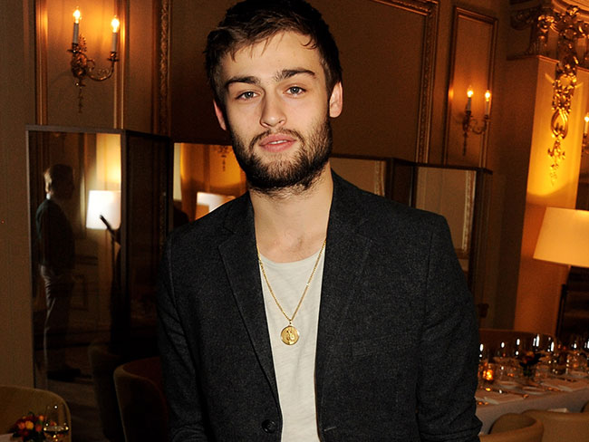 Douglas Booth 'bewildered' by Taylor Swift's persistence