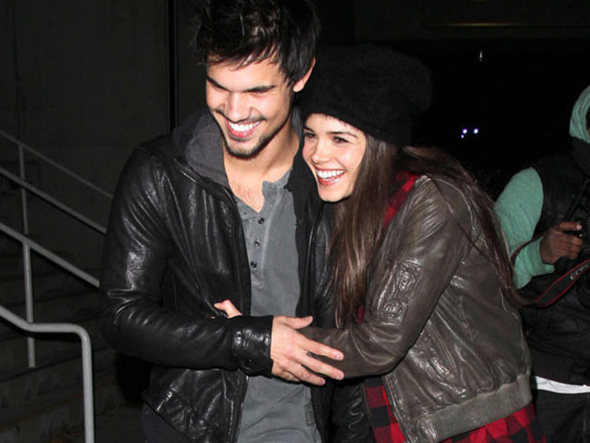 Taylor Lautner Steps Out With Girlfriend
