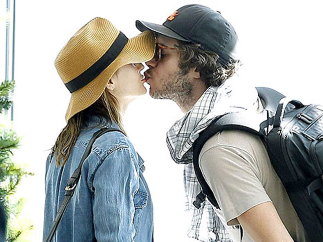 Leighton Meester And Adam Brody Get Their Smooch On