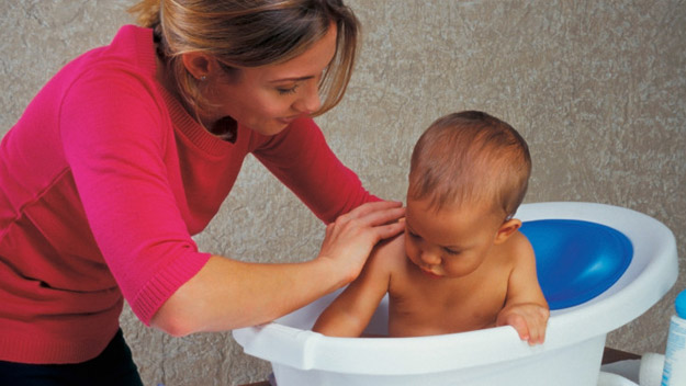 How to: bathe your baby