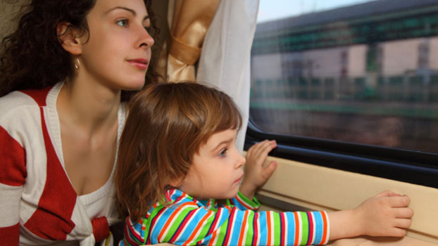 Eva hopes: Maybe her daughter would spot something out of the window to distract her