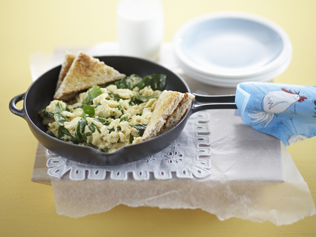 Cheesy scrambled eggs with spinach