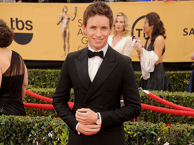 "Eddie Redmayne ""stalked"" Jennifer Aniston"