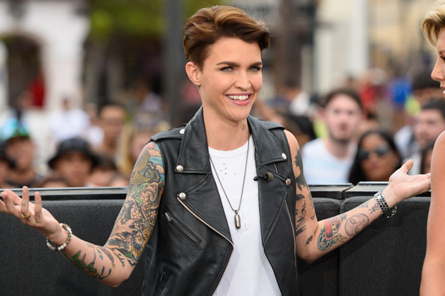 Ruby Rose looks SO different without tats