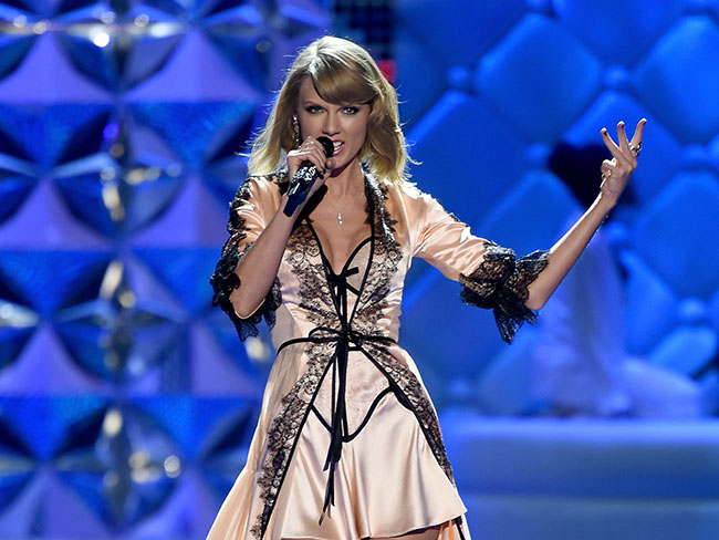 Taylor Swift defends fan from bullying