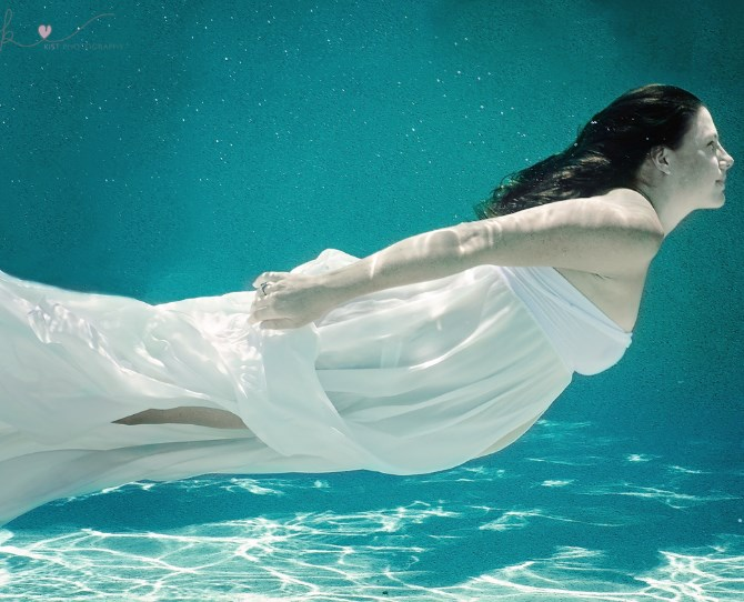 Stunning underwater maternity photos