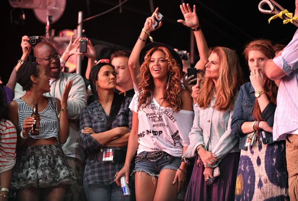 Beyonce waiting off stage (Getty Images)