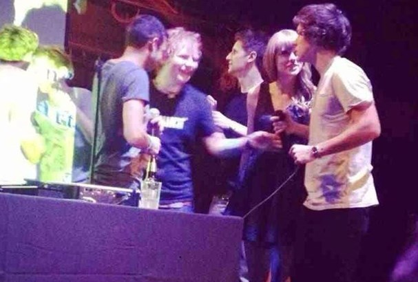 Haylor hang out backstage with mutual friend Ed Sheeran.