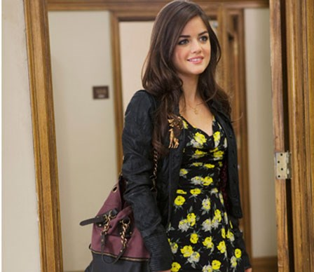 Aria Montgomery: Aria's style is vintage inspired. You'll often see her in a pretty dress which she adds a blazer to for a sophisticated twist.