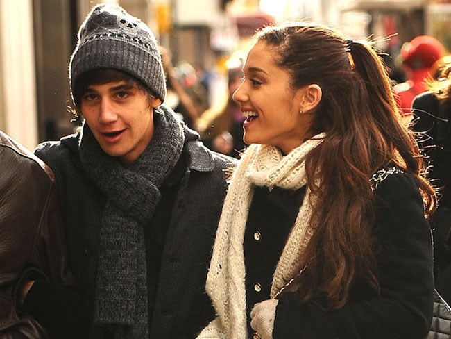 Ariana Grande broke up with Jai Brooks... again