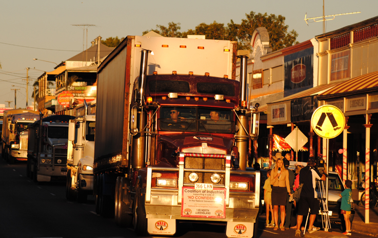 Httpsownerdriverindustry news1312truck and dogs 24340g fandeluxe Gallery