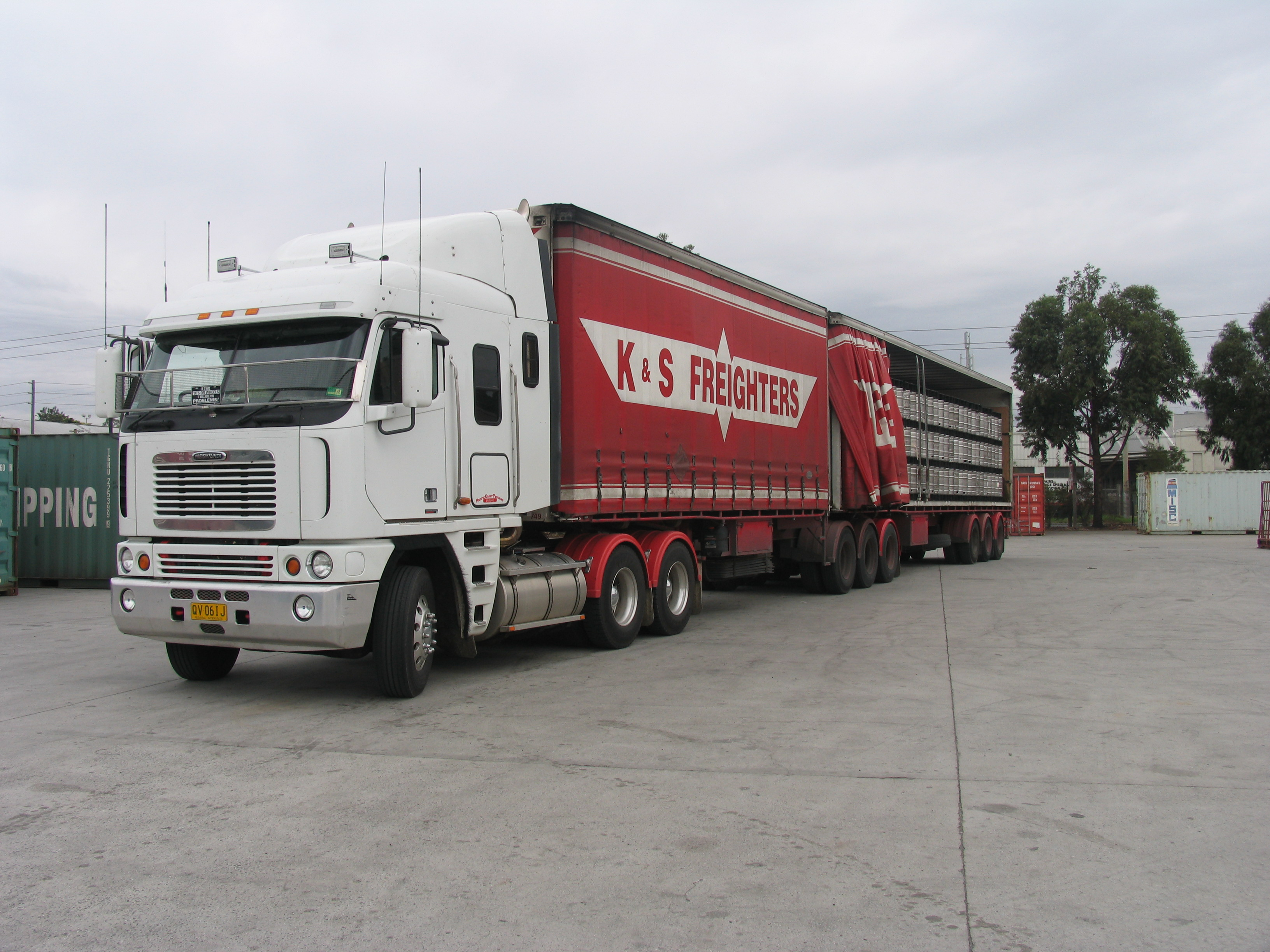 Httpsownerdriverindustry news1312truck and dogs 8079g fandeluxe Gallery