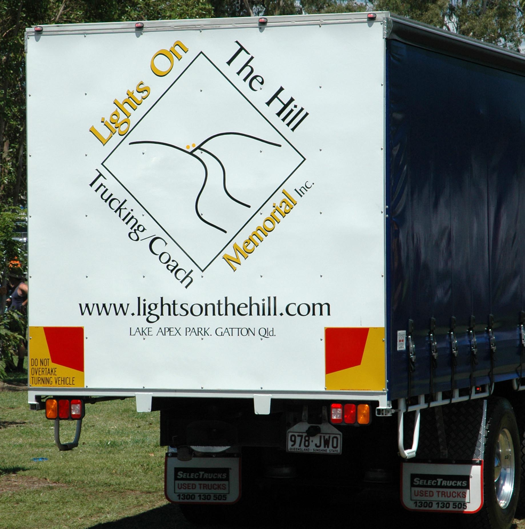 Httpsownerdriverindustry news1312truck and dogs 30752g fandeluxe Gallery
