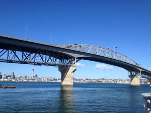 The New Zealand flag is normally flown from both flag staffs on the Auckland Harbour Bridge