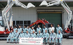 Takeuchi production staff celebrate the 250,000 unit milestone.