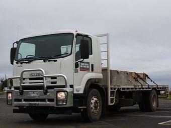 Isuzu Trucks FVR1000 vs UD Trucks PK17 280 Condor