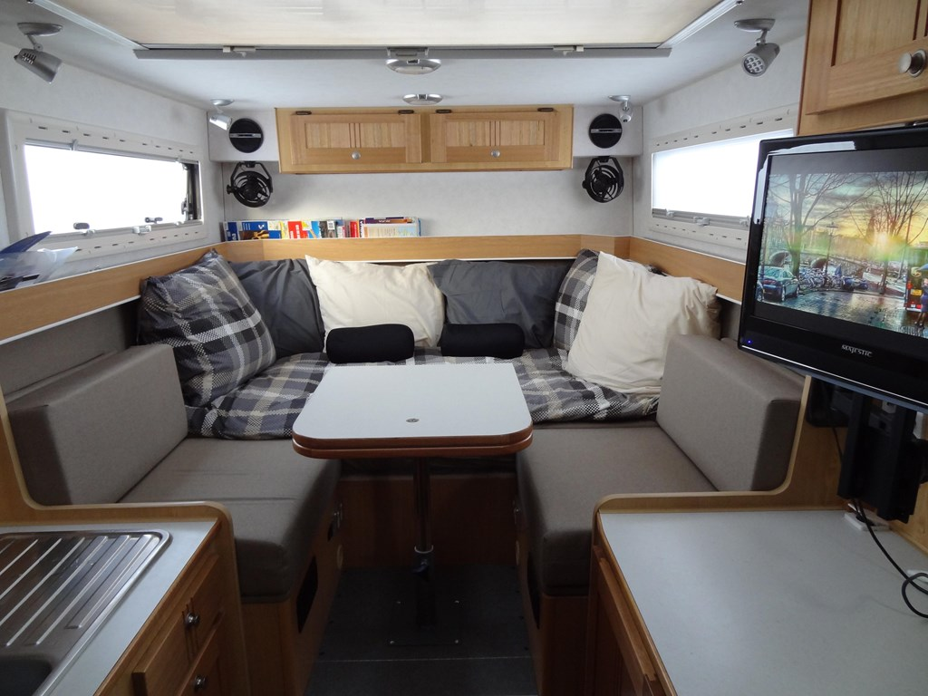 MITSUBISHI FUSO CANTER 2009 FG 84 4X4 TURBO DIESEL CAMPER for sale $