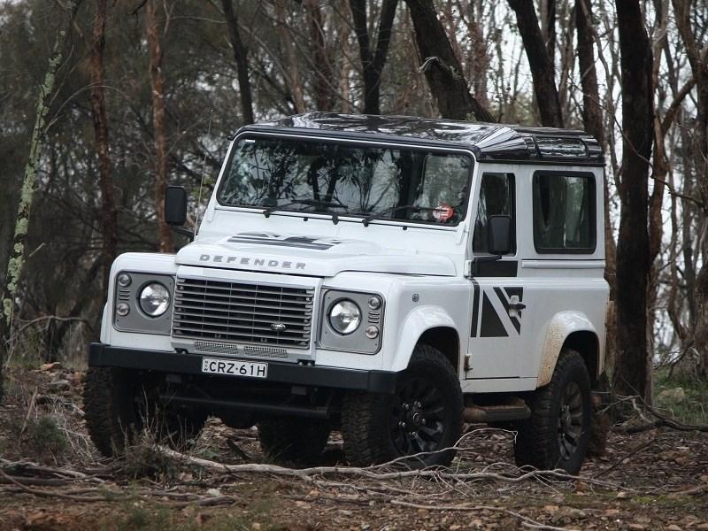 land rover defender review 2014 land rover defender 90. Black Bedroom Furniture Sets. Home Design Ideas