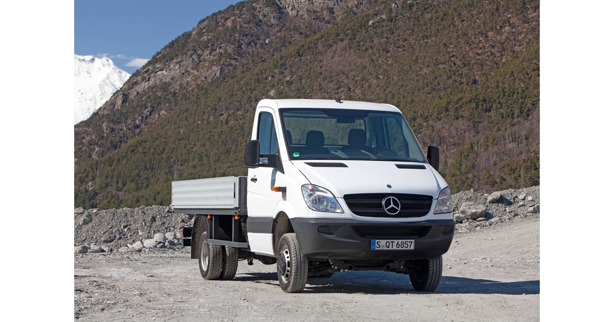 New mercedes benz sprinter 516 cdi mwb cab chassis light for Mercedes benz sprinter cab chassis