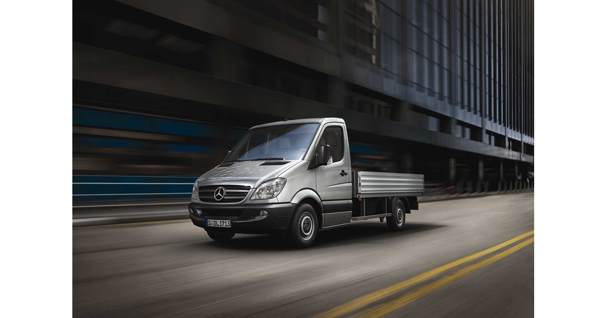 New mercedes benz sprinter 516 cdi lwb cab chassis light for Garage mercedes loison sous lens