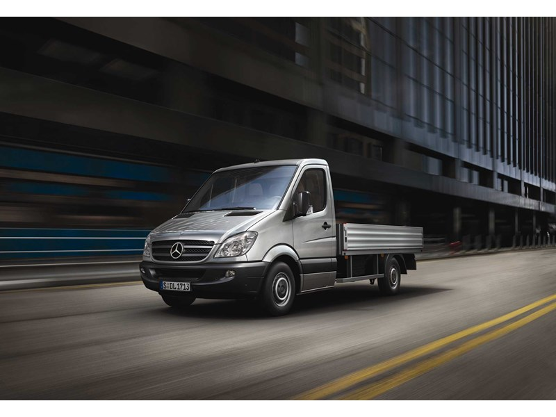New mercedes benz sprinter 519 cdi lwb cab chassis light for Mercedes benz sprinter chassis