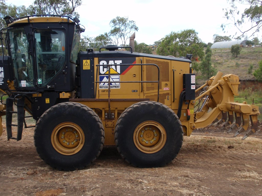 2011 Caterpillar 16m For Sale